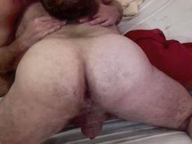 נשוי וחרמן דופק גבר אחר על המיטה!