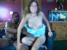צעירה חובבנית רוכבת נהדר מול המצלמה!