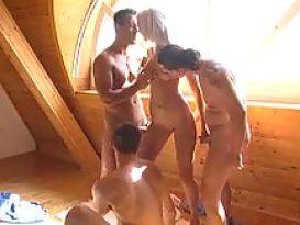 סקס טוב וחם עם צעירה חרמנית יפה באורגיה!