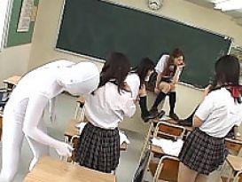 אורגיה חמה בכיתה!