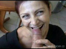 אמא מבוגרת נאספה מהחוב כדי למצוץ חזק!