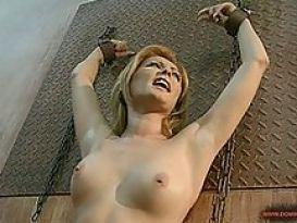 בחורה קשורה בסקס סאדו טוב!