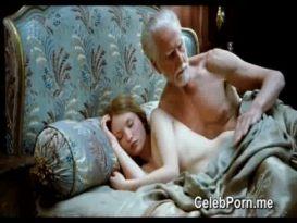 אמילי בראונינג סצנות עירום לחלוטין והלבשה תחתונה!