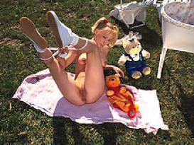 צעירה מתוקה אוהבת מין חזק!