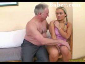 סבא מבוגר דופק צעירה חרמנית ושובבה!