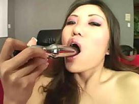 קאיה לין משחקת בדילדו בסקס טוב וחם!