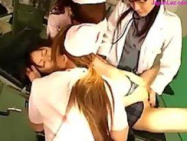 תלמידה בחדר ניתוח