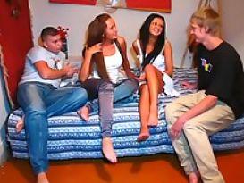 סטודנטיות יפות נדפקות חזק במסיבה!