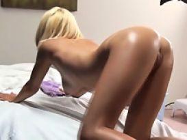חרמנית סקסית בזיון לוהט לאחר עיסוי!