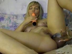 אמא מאוננת עם בקבוק לכוס!