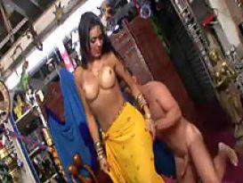 אוון אנג'לינה אוהבת סקס חם ועמוק!