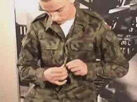 חייל פולני משפשף את הזין!