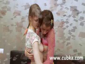 שתי בנות מאוננות