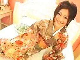 יפנית חמה מזדיינת נפלא וחזק!