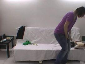 חובבנית מענגת זין מול המצלמה!
