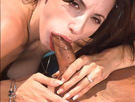 ג'וליאנה החרמנית מענגת זין קשה!