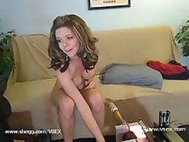 מכונת סקס דופקת צעירה חזק!