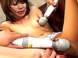 יפנית צעירה מאוננת נפלא וחזק מול המצלמה!