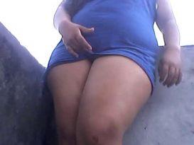 צעירה שמנה אוהבת לאונן למצלמה!