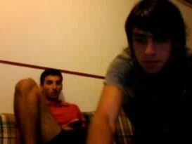 רגליים של גברים מול המצלמה!