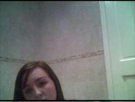 צעירה מאוננת במקלחת ומענגת את עצמה!