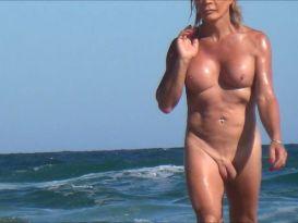 מצלמה נסתרת בחוף נודיסטים!