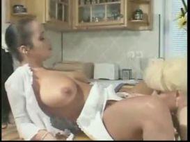 קוקסינלית בלונדינית בסקס עם אישה