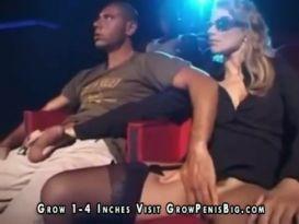 סקס קבוצתי בתיאטרון פורנו