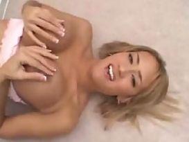טרינה מייקלס אוהבת סקס חם ונהדר!