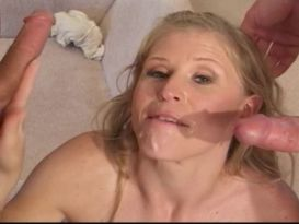 קיילה בעלת שדיים קטנים מקבלת חדירה כפולה