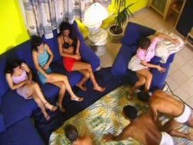 אורגיה מאסיה עם שלל בחורות צעירות שוות!