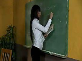 אלנה גרימאלדו מקבלת שיעור פרטי!