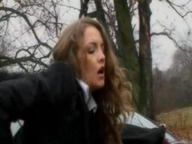 תלמידה מקבלת סקס ביער