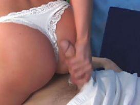 בחורה יפה ושובבה אוהבת סקס לאחר עיסוי!